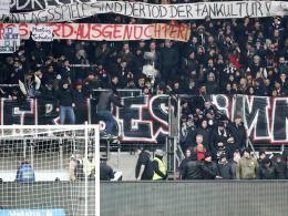 Fans an der Bande: Kontrollierte Proteste in Frankfurt