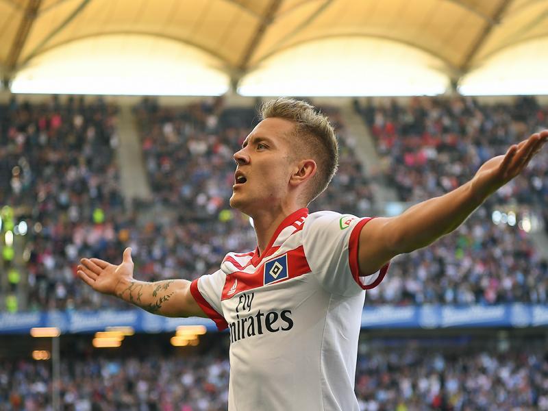 Hamburgs Holtby jubelt über sein 1:0 gegen Freiburg.