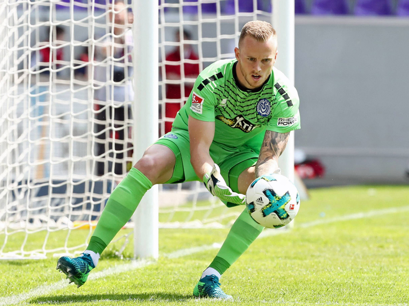 Torhüter Mark Flekken kommt vom MSV Duisburg