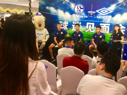 Erster Schalke-Trikotshop in China eröffnet