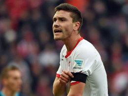 Flugzeugabsturz: Bundesliga spielt mit Trauerflor