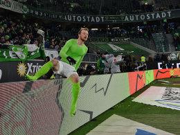 Wolfsburg: Arnold freut sich über sein Traumtor und mahnt
