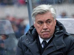 Angespuckt? Ancelotti zeigt Hertha-Fans den Mittelfinger