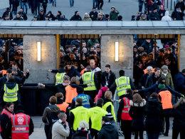96 Festnahmen: Schlägerei vor Hertha gegen Frankfurt