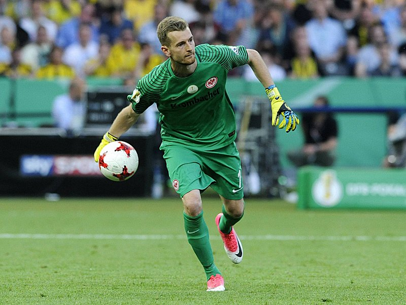 Hradecky lässt die Eintracht weiter zappeln