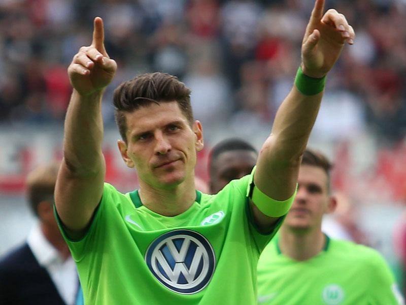 Nationalspieler Gomez bleibt in Wolfsburg