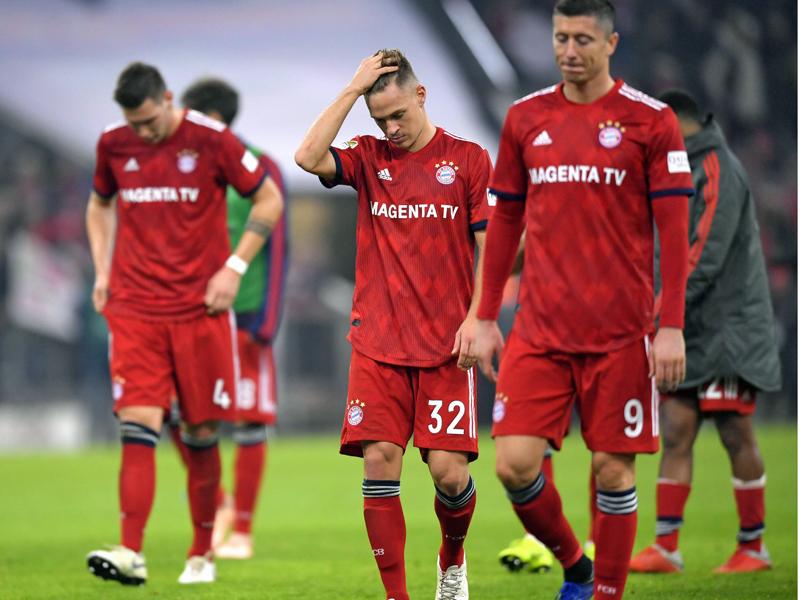 Fassungslose Bayern nach dem 1:1 gegen Freiburg: Süle, Kimmich und Lewandowski schleichen vom Platz.