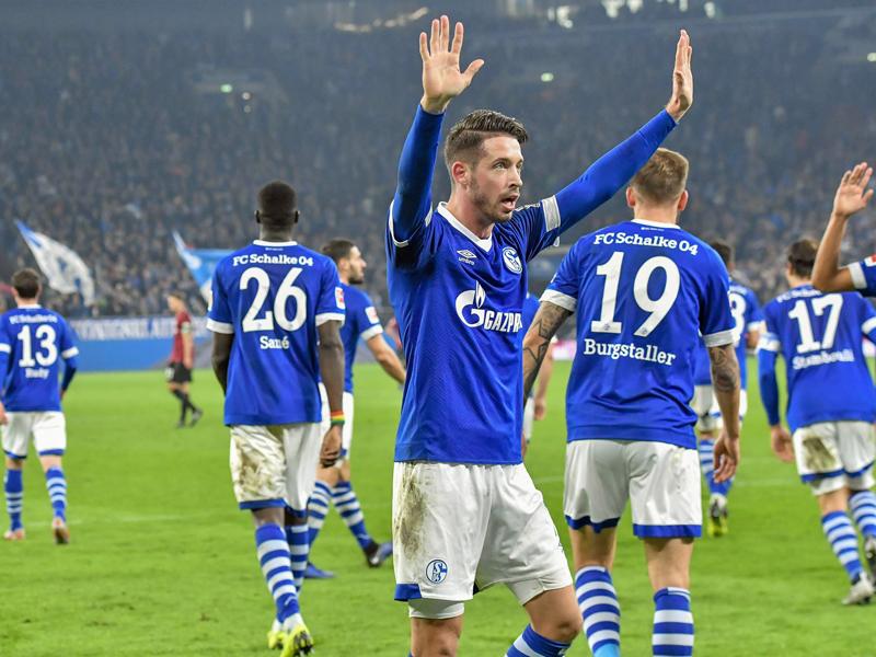 Uth stand gegen Hannover mehrfach im Fokus - hier jubelt er über sein erstes Tor für Schalke.