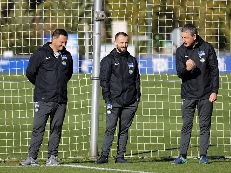 Cheftrainer Pal Dardai und seine Assistenten