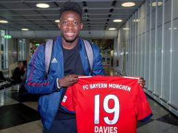 Davies ist da: FCB-Neuzugang trainiert erstmals mit