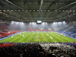 Schalke- und Club-Fans begeistern Spieler und Bosse