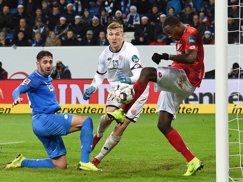 Frankfurter Trio überzeugt - Lewandowski rutscht ab