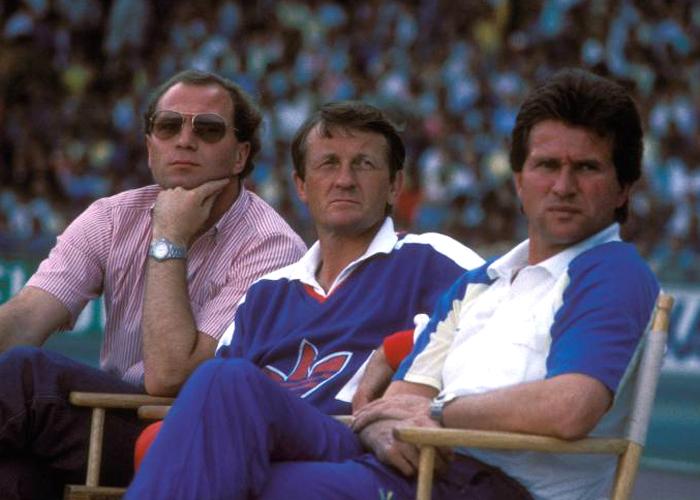 Hoeneß lotste 1987 Jupp Heynckes, rechts neben Co-Trainer Werner Olk, zum ersten Mal nach München.