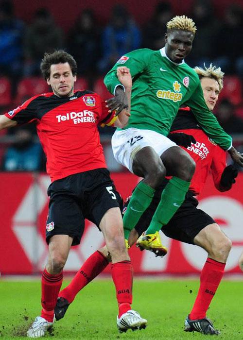 Leverkusen bleibt mit vereinten Kräften ungeschlagen
