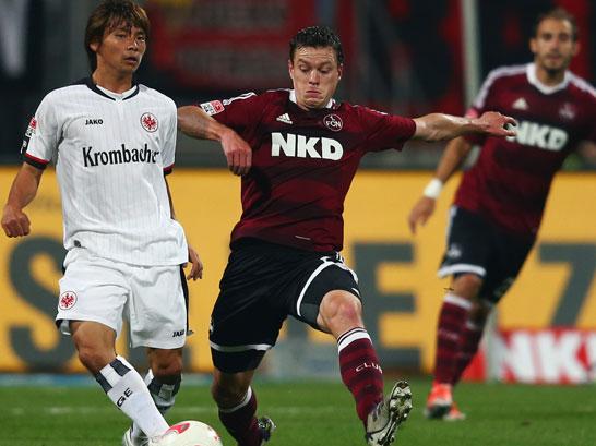 Hanno Balitsch steht vor seinem 300. Bundesligaeinsatz. 150 Spiele bestritt er für Hannover 96. Die restlichen für Bayer Leverkusen (96), den 1. FC Köln (24), den 1. FC Nürnberg (15) und den 1. FSV Mainz 05 (14). Bisherige Bilanz dieser Paarung: 8-10-8.