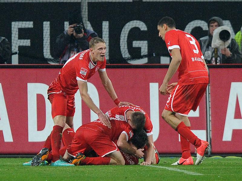 Düsseldorf will ersten Heimsieg: Die Fortuna (im Bild Bellinghausen) erspielte sich ligaweit bisher die wenigsten Torchancen (33). Da kommt der Hamburger SV genau richtig, denn er ließ die meisten gegnerischen Torchancen zu (92).