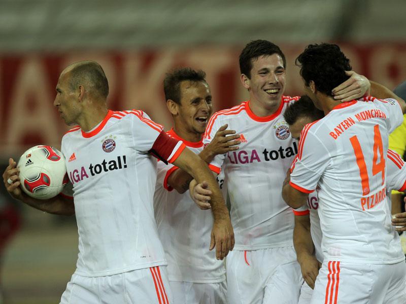 Drei Titel sollen her 2013 - ihr erstes Spiel im neuen Jahr gewannen die Bayern schon mal: Am Samstag setzten sie sich in Doha gegen den katarischen Meister Lekhwiya SC mit 4:0 (1:0) durch.
