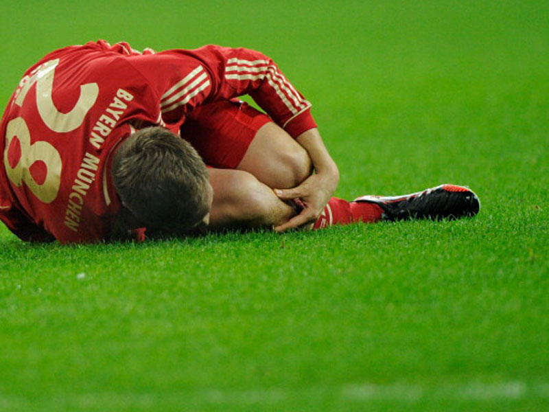 Im Topspiel gegen Borussia Dortmund am 1. Dezember 2012 riss sich Holger Badstuber ohne Fremdeinwirkung das Kreuzband.