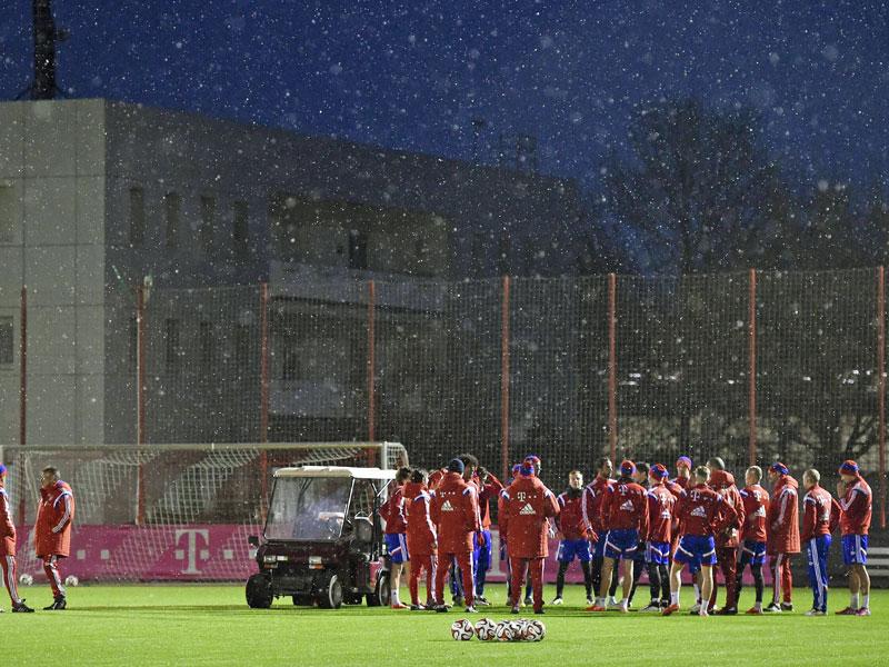 Nach 18 Tagen Erholungspause versammelten sich die Profis des FC Bayern wieder zum Trainingsauftakt an der Säbener Straße.