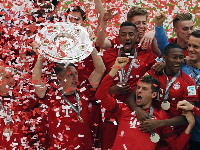 T�nzchen, Bierdusche und Schale: Bayern feiern Meisterschaft