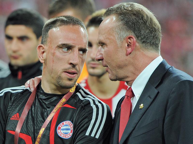 Franck Ribery (l.), Karl-Heinz Rummenigge (r.)