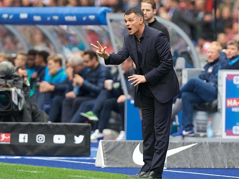 Dirigent an der Außenlinie: FCB-Interimscoach Willy Sagnol.