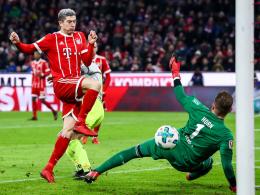 Lewandowski veredelt Müllers Hinterkopfball