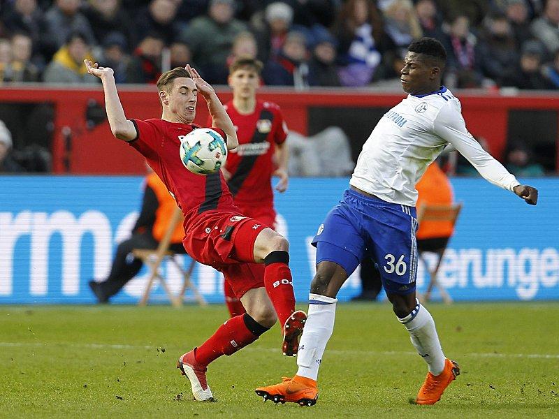 Schlüsselszene: Dominik Kohr (l.) foul Breel Embolo und sieht deswegen Gelb-Rot.