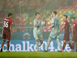Teuchert und Uth versüßen Schalke den China-Abschluss
