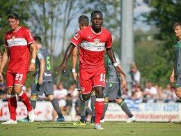 Matchwinner Akolo: Stuttgart ungeschlagen