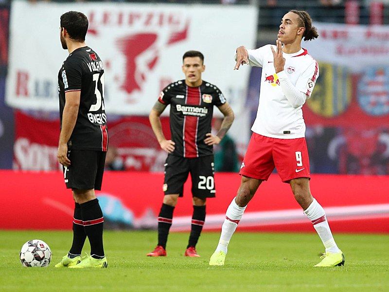 Jubelpose: Yussuf Poulsen (r.) freut sich über sein soeben erzieltes 1:0.