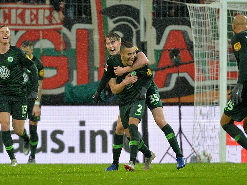 Premiere in Augsburg: Wolfsburgs William (#2) bejubelt sei erstes Bundesliga-Tor.