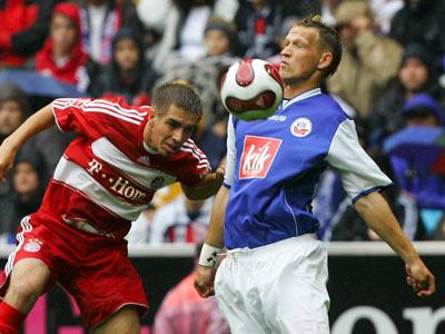Bayerns Lahm köpft vor Rostocks Kern