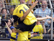 Delron Buckley feiert mit Doppeltorschützen Diego Klimowicz