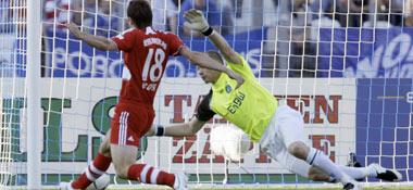 Klose staubt zum 2:0 für die Bayern ab