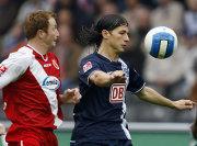 Kein Durchkommen für die Hertha Stürmer: Kukielka auf den Fersen von Pantelic