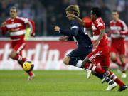 Bayerns Ze Roberto hat Hertha-Akteur Grahn im Griff.