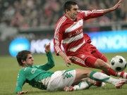 Bremens Harnik (li.) gegen Bayerns Lucio