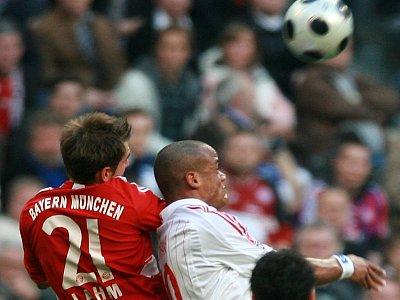 Philipp Lahm gegen Vincent Kompagny