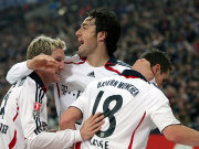 Bastian Schweinsteiger und Luca Toni feiern den Torschützen Miro Klose.