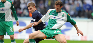 Nationalspieler Borowski (re.).