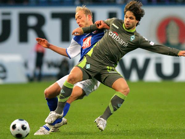 Effektiv gestört: Rostocks Sebastian gegen Bremens Diego.