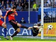 Barnetta erzielt hier die Führung für Leverkusen.