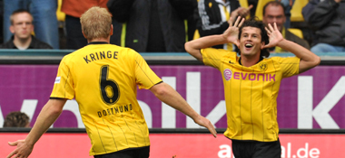 Früher Jubel: BVB-Torschütze Valdez feiert zusammen mit Kringe.