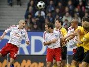 Mladen Petric (li.) erzielt das 1:0.