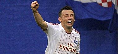Ivica Olic freut sich über sein gerade geschossenes Tor.