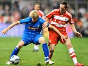 Abgeschirmt: Hoffenheims Beck sichert den Ball gegen Bayerns Ribery.