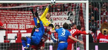Faustabwehr: Bayern-Keeper Rensing rettet vor Ba.