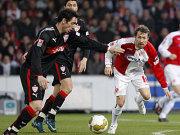 Hilbert nimmt Maß: Aus 18 Metern erzielt der Stuttgarter den Führungstreffer für den VfB.
