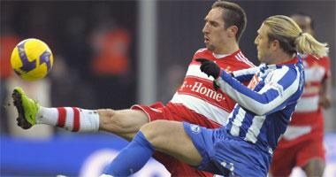 Fußball, Bundesliga: Franck Ribery gegen Andrey Voronin.